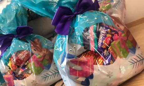 KULK  ir nodevis 9 kastes ar saldām ziemassvētku dāvanām bērniem