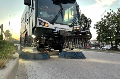 Jelgavā notiek ielu mehanizēta tīrīšana